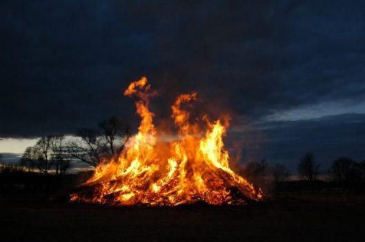 Feuerwehr gibt Sicherheitstipps zum Osterfeuer